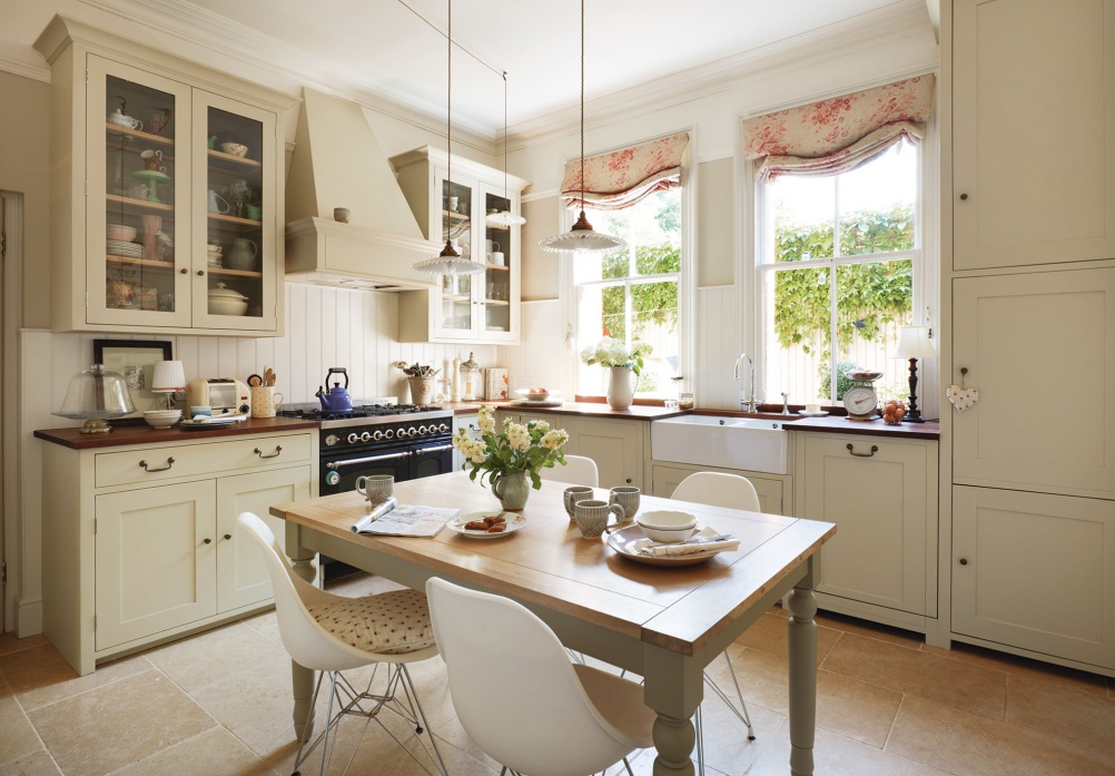 Country kitchens inspiration shaker cottage farmhouse for Country kitchen inspiration