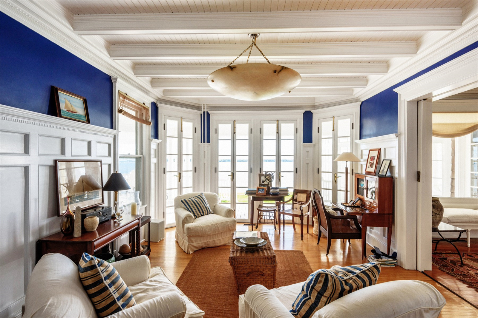 Shelter island house living room scene therapy for The family room psychotherapy associates