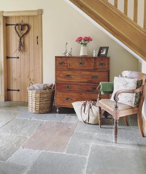 Cottage Decors Entrance Stone Floor, Cottage Stone Flooring