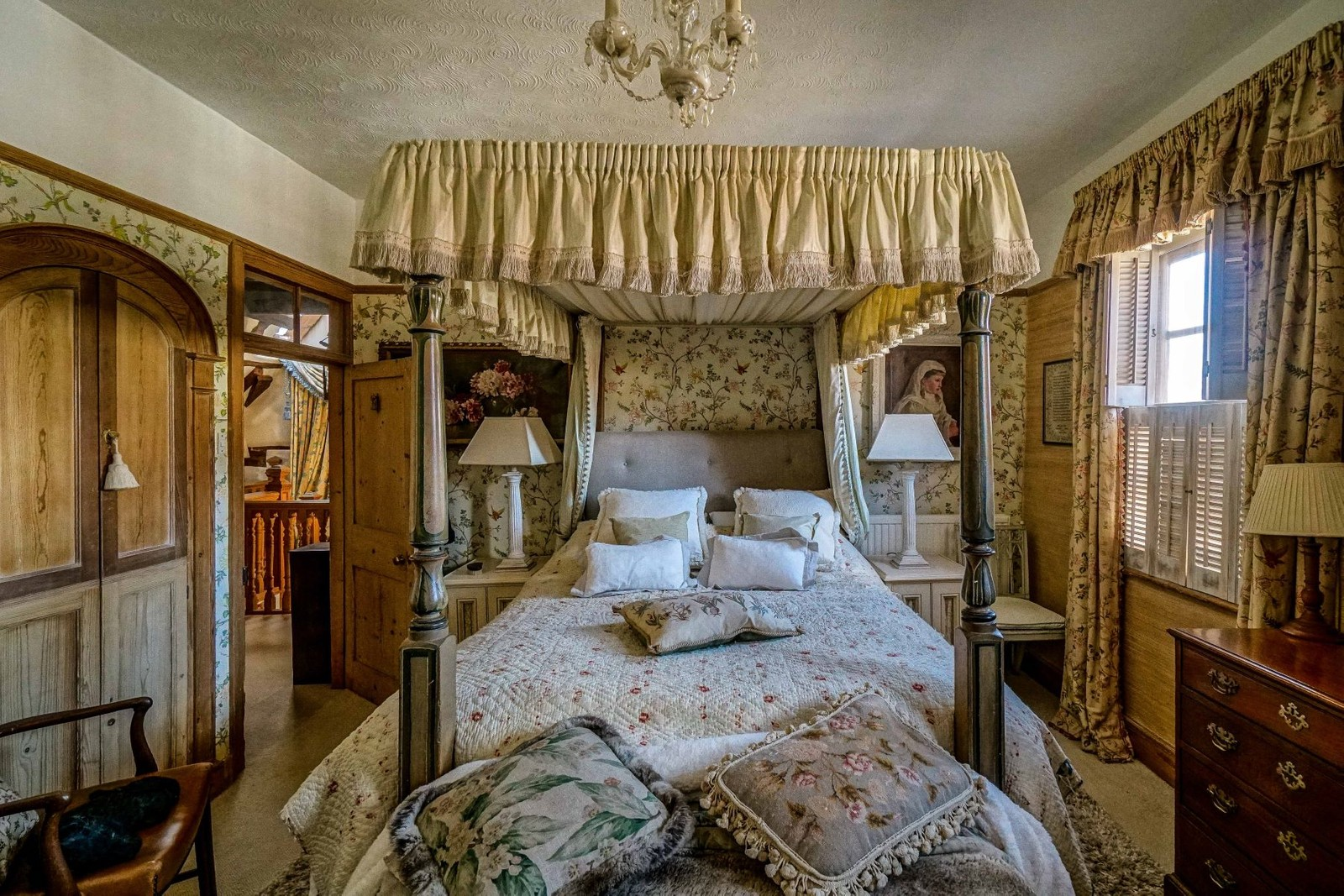 Rustic English Cottage Bedroom Scene Therapy